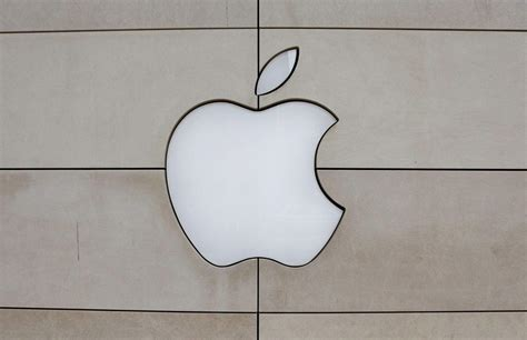 Apple Curb Stomps Exxon, Once More World's Most Valuable