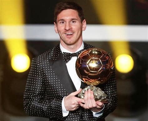 Lionel Messi wears tuxedo with polka dots to FIFA awards